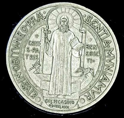 """La medaglia di San Benedetto unico vero """"talismano"""" contro il malocchio"""