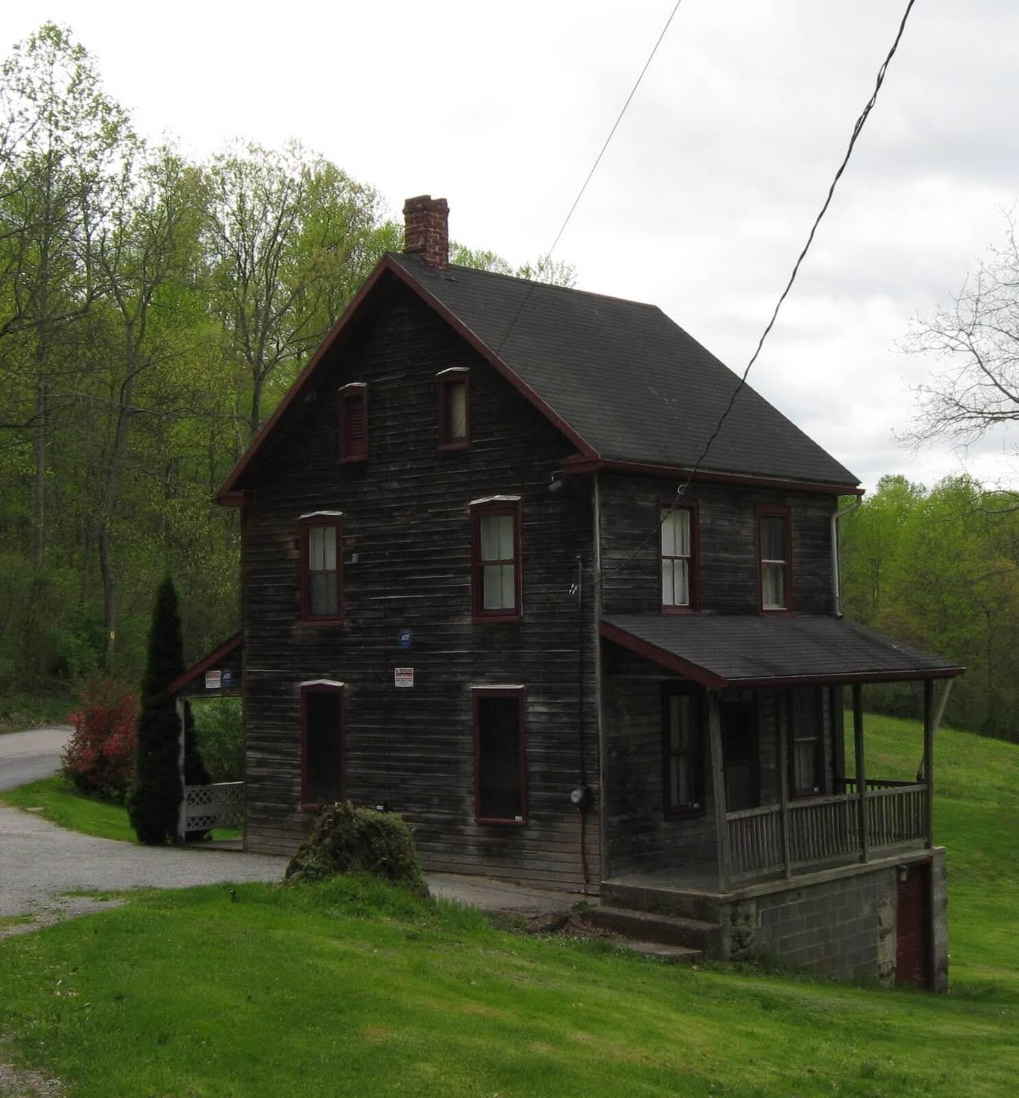 La storia di Nelson Rehmeyer: la casa stregata e maledetta di Hex Hollow.