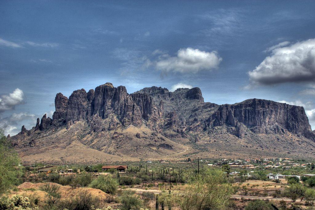 Le montagne della superstizione e la maledizione del tesoro