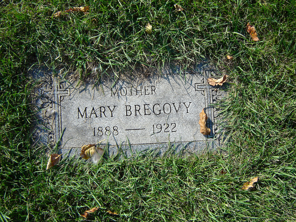 La storia di Resurrection Mary: Marie Bregovy